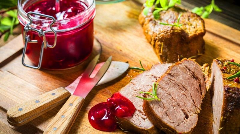 Готовим брусничный соус к мясу и птице по лучшим рецептам