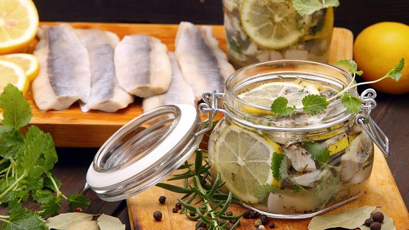 Как приготовить самый вкусный маринад для селедки: рецепты и советы хозяйкам