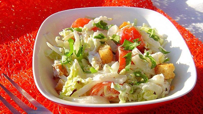 Простой и вкусный салат из пекинской капустой для будней и праздников