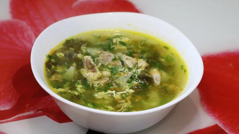 Классическое летнее блюдо - суп со щавелем: рецепт с яйцом и другими компонентами