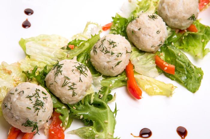Простые в приготовлении куриные кнели: рецепт воздушных диетических котлеток