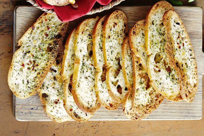Готовим луковый хлеб: варианты рецептов для тех, кто любит экспериментировать